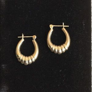 Used 14K gold scallop hoop earrings